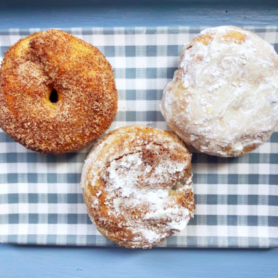Air fryer donuts cinnamon and powdered sugar